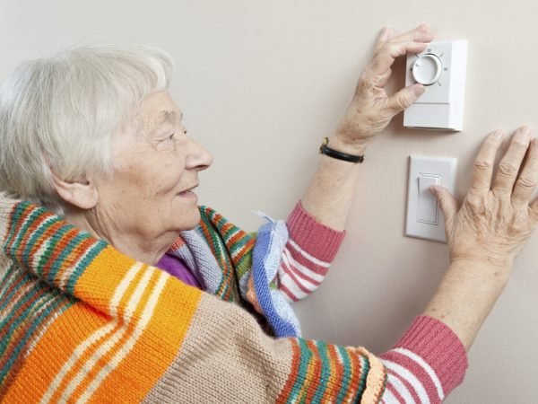 woman_thermostat